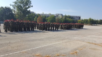139 войници получиха удостоверения за завършен курс по начална военна подготовка