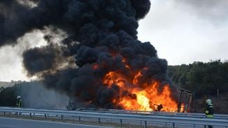 """Горящ камион затвори едното платно на магистрала """"Марица"""""""