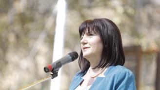 Караянчева катастрофира, транспортират я с хеликоптер към София