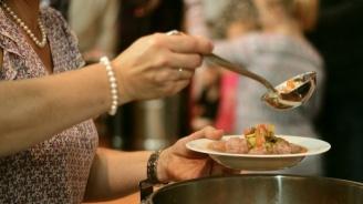 Фондация дава топъл обяд на стотици хора в неравностойно положение във Велико Търново