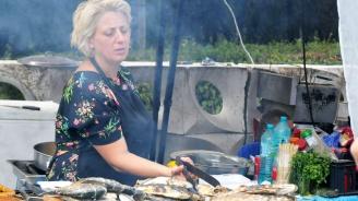 Фестивал на рибата и виното радва бургазлии