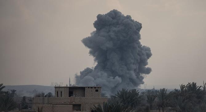 Най-малко осем цивилни са загинали вчера при взрив на кола
