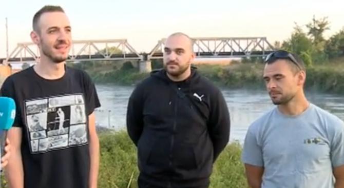Доброволци почистиха нерегламентирано сметище за гуми в подножието на река