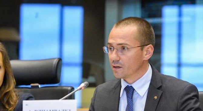 Ангел Джамбазки: ЕК не трябва да допуска Фолксваген да инвестира в Турция!