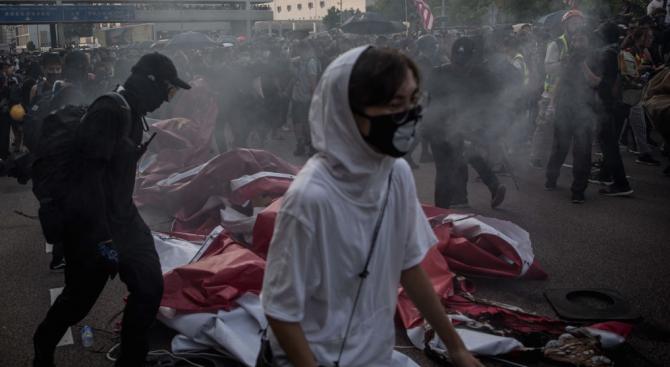 Властите в Хонконг: Насилието няма да реши разногласията