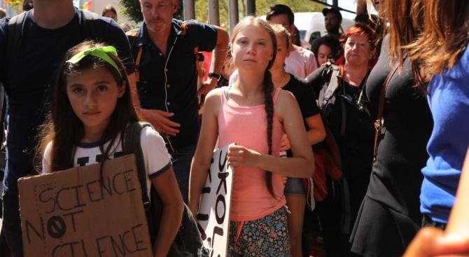 "Младата шведска екоактивистка Грета Тунберг и младежкото движение ""Петъци за"