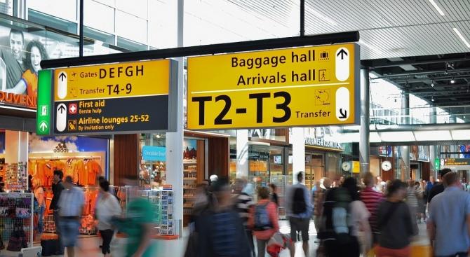 Около 30 българи са оставени от нискобюджетна авиокомпания вече почти