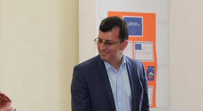 Eвродепутатът от ГЕРБ/ЕНП Асим Адемов поема информационния офис в Смолян