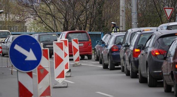 Временно е спряно движението по главен път София - Варна,