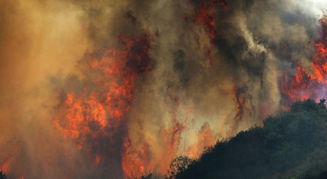 От началото на днешния ден пожарникарите в цялата страна са