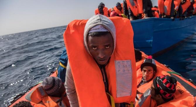 Най-малко двама души се удавиха и 14 изчезнаха безследно, след