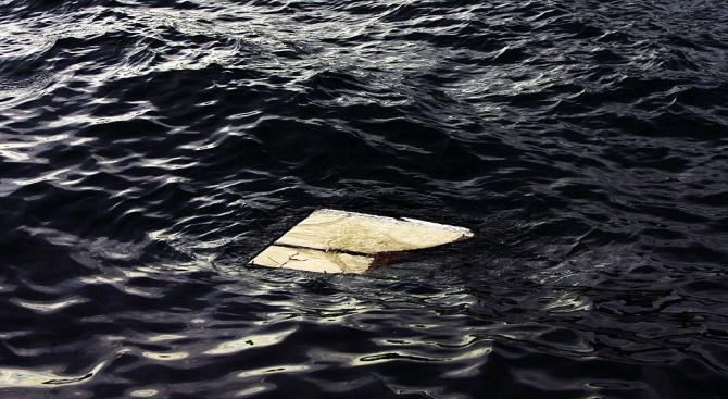 Туристически кораб се преобърна край бреговете на Сенегал, има загинали