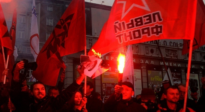 Снимка: Хиляда души участваха в протестен митинг срещу изборни измами в Санкт Петербург