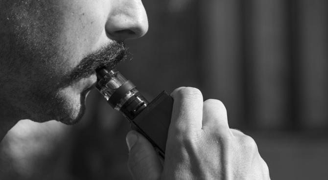 Властите в Индия въведоха забрана за използване на електронните цигари