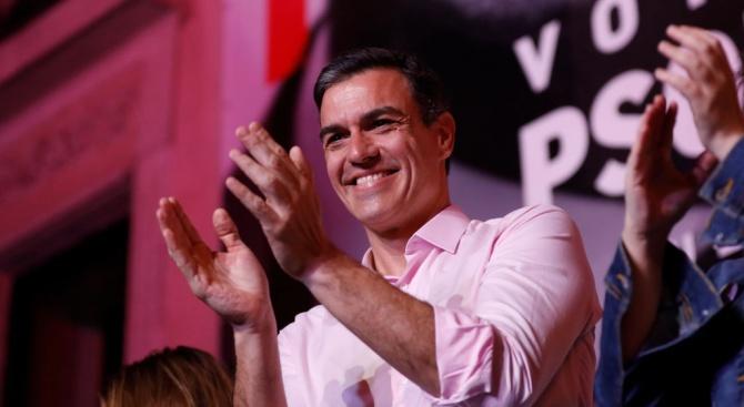 Испанският премиер Педро Санчес поиска днес от избирателите да му