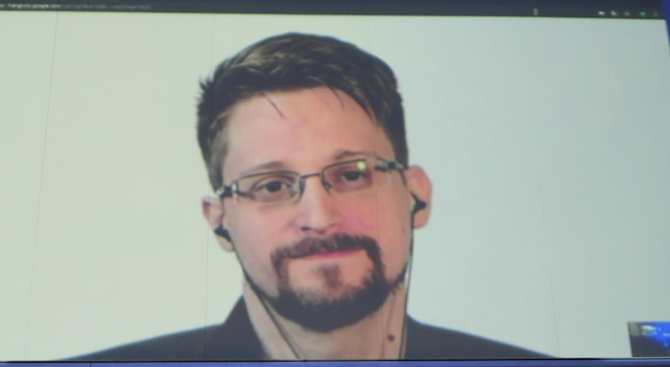 Адвокат на укриващия се в Русия американски изобличител Едуард Сноудън