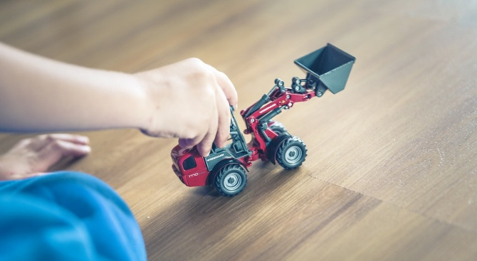 Затягат контрола за вредните химикали в детските играчки у нас