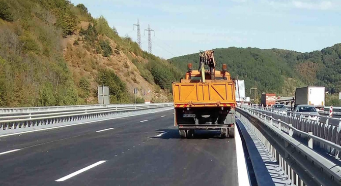 """Завърши ремонтът на виадукта при 37-и километър на магистрала """"Хемус"""""""