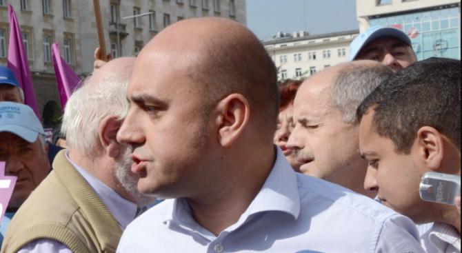 """Млекопреработватели поискаха оставката на директора на Държавен фонд """"Земеделие""""Васил Грудев."""