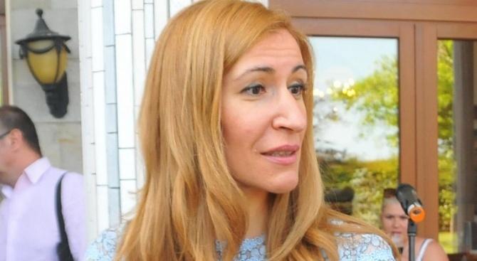 Ангелкова ще обобщи с бизнеса във Варна и Бургас изминалия сезон по Черноморието
