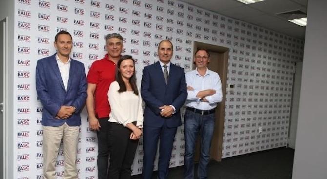 Двама от доскорошните членове на управлителния съвет на Българското национално