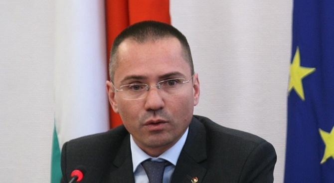 Българският евродепутат и заместник-председател на ВМРО Ангел Джамбазки изригна срещу