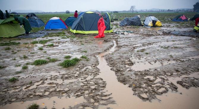 Поройни дъждове и гръмотевични бури в Северна Гърция