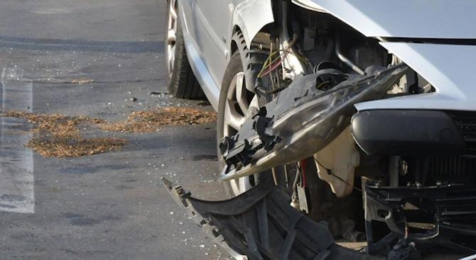 """Жена пострадала леко, след като автомобилът """"Опел"""", в който пътувала,"""
