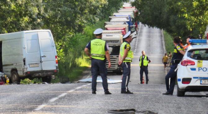 Снимка: Тежка катастрофа край Шумен: Две жени загинаха
