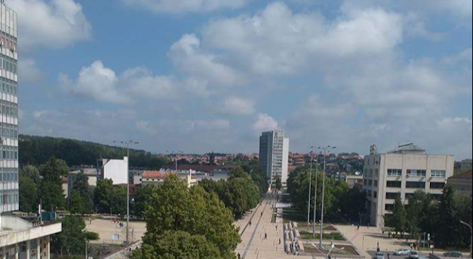 Нов търговски и развлекателен център се изгражда в Перник, съобщават