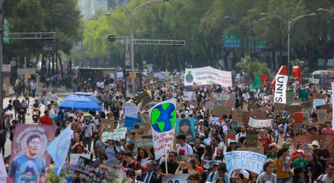 Вълна от протести срещу бездействието към промените в климата премина