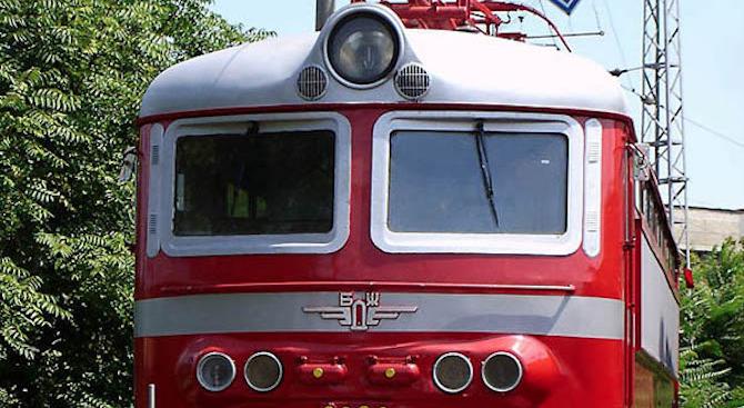 Бързият влак от София за Свиленград престоя в гара ''Искър'' заради повреда на локомотива