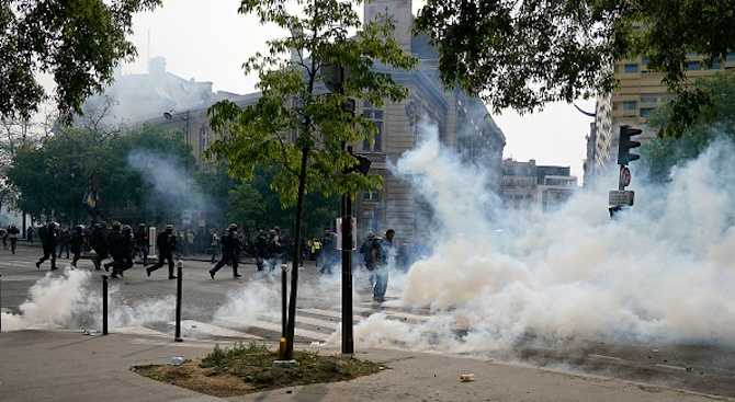 Около 1000 демонстранти, привърженици на радикалната фракция на крайната левица