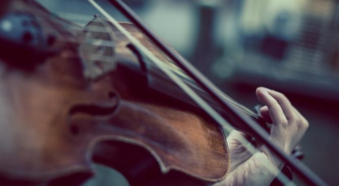 След представяне пред публиката в Русе, младият цигулар Елин Колев