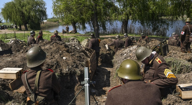 Възстановка на битката при Дойран за празника в Троян