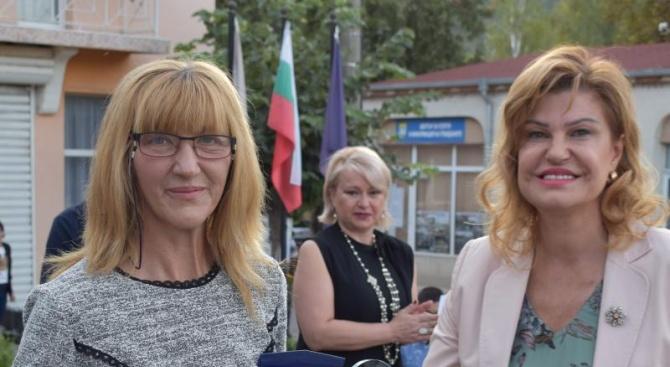 Областният управител на Перник Ирена Соколова почете официалната церемония за