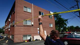 Мъж уби бившата си пред погледа на децата им, след което сам потърси полицията