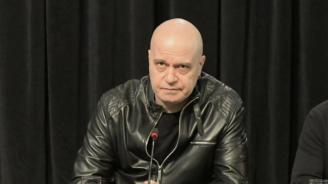 Слави Трифонов: НСО все едно возят Пабло Ескобар, а не Цвета Караянчева
