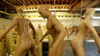Пуснаха мъжки секс кукли с бионичен пенис