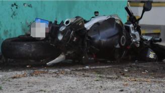 Моторист се озова в болница след катастрофа