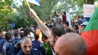 Протестираща в Черноморец: Ще се запаля, Каракачанов да дойде да ме гледа