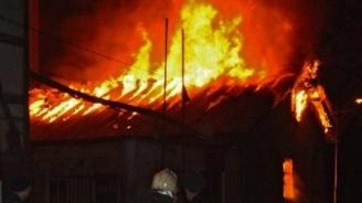 Пожар унищожи едноетажна къща