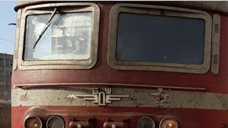 Бърз влак от София за Варна престоя в гара Търнак, заради аварирал локомотив