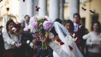 Властите в Узбекистан ограничават пищните сватби