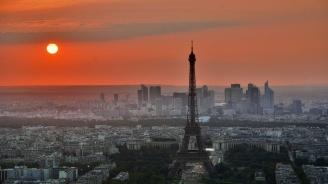 Париж започва борба с вредния шум от двуколесните превозни средства