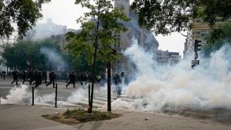 """Полиция и """"жълти жилетки"""" си спретнаха сблъсъци в Париж"""