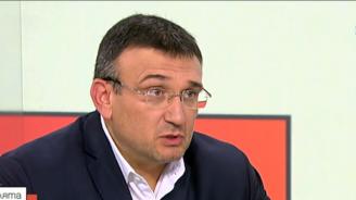 Младен Маринов с подробности за барикадиралия се в ''Овча купел'' мъж
