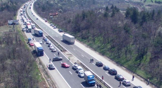 Пътна полиция въвежда мерки във връзка с интензивния трафик следобед