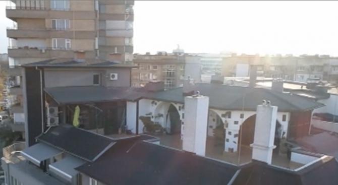 Бившият шеф на КПКОНПИ отказва да събори незаконните обекти на терасата си