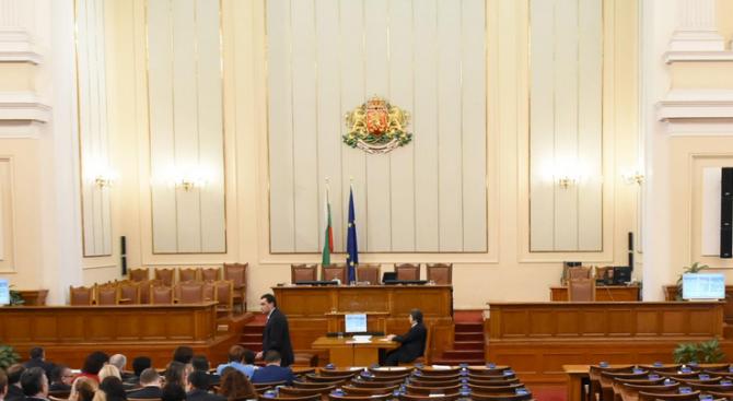 Парламентът няма да провежда пленарни заседания в периода 16-25 октомври